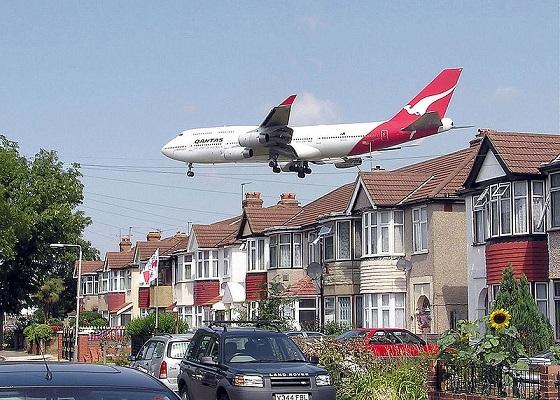 Шум из-за самолета